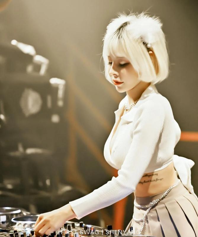 精选美女现场DJ版