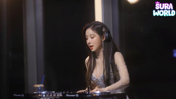 周末在家蹦迪摇头-最美女DJ新年打碟秀
